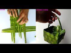 Mini basket using coconut leaf craft ideas Vase Crafts, Leaf Crafts, Crafts To Make, Plastic Bottle Flowers, Plastic Bottle Crafts, Flax Flowers, Paper Flowers, Coconut Leaves, Baby Shower Deco