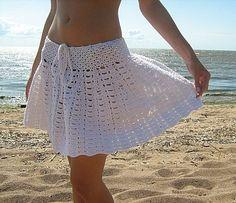 Flared White Skirt free crochet graph pattern.  Several cute crochet skirt patterns. Great blog en francaise.