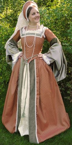 Gorgeous Tudor costume.