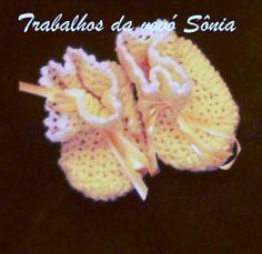 Trabalhos da vovó Sônia: Sapatinhos de bebê amarelo e branco - croché