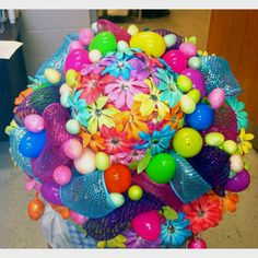 This one seems to have pom poms, eggs, and flowers of almost every color imaginable. Wonder how long it took to make that. Diy Projects Easter, Easter Crafts, Holiday Crafts, Crafts For Kids, Easter Ideas, Hoppy Easter, Easter Bunny, Easter Bonnets, Crazy Hat Day