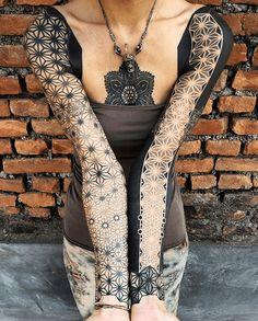 tatouage deux bras entiers geo femme