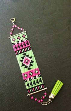 Bracelet Manchette Motif Aztèque Rose Fluo, Vert fluo, Noir et Argenté ! sur Etsy, 25,00€                                                                                                                                                                                 Plus