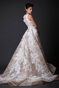 Krikor Jabotian Sonbahar-Kış 2014-2015 - Couture - http://tr.flip-zone.com/fashion/couture-1/independant-designers/krikor-jabotian-5118