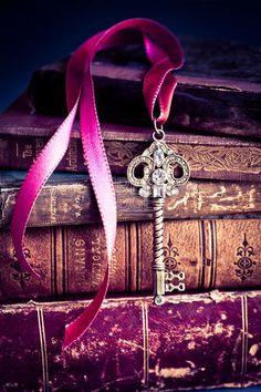 The (purple) key to our heart The Purple, Purple Stuff, All Things Purple, Shades Of Purple, Purple Books, Purple Flowers, Purple Ribbon, Rose Flowers, Girly Things