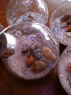 Oh, the glitter just tops it off!  Beach themed Xmas decorations