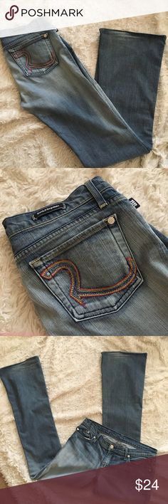 "RAINBOW Pocket ROCK & REPUBLIC Jeans Flare leg medium light-wash jeans with rainbow signature R back pockets. A few flaws: wear at hem (no fraying). Size 29= 7/8. Inseam: 34"", Length: 43"", Rise: 8"". OFFERS WELCOME Rock & Republic Jeans Flare & Wide Leg"