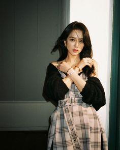Lisa Black Pink, Black Pink Kpop, Blackpink Jisoo, Kim Jennie, South Korean Girls, Korean Girl Groups, Blackpink Photos, Blackpink Fashion, Celebs