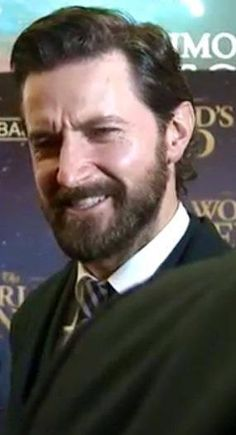 Richard Armitage ~~ A journo has asked a stupid question look.