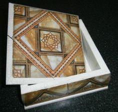 caja de usos multiples  madera,láminas de papel,pegamento  acrilico laminas y guardas de pape,craquelado