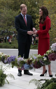 Prince William, Duke of Cambridge and Catherine, Duchess of Cambridge cut the ribbon at a ceremony to open the new visitors centre at the Christchurch Botanical Gardens on April 14, 2014 in Christchurch, New Zealand.
