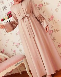 Modern Hijab Fashion, Abaya Fashion, Muslim Fashion, Modest Fashion, Fashion Dresses, Muslimah Wedding Dress, Hijab Style Dress, Hijab Chic, Modele Hijab