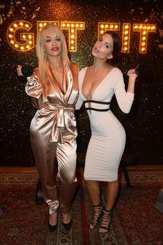 Rita Ora en Emily Ratajkowski strijden om De Grootste Decolleté Trofee. Vooralsnog heeft Emily gewonnen.  Meer foto's hier: http://prutsfm.nl/prutsfm/?p=118282