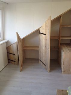 Schuine wandkast Loft Storage, Stair Storage, Bedroom Storage, Attic Spaces, Attic Rooms, Bedroom Loft, Baby Bedroom, Bed Nook, Loft Furniture