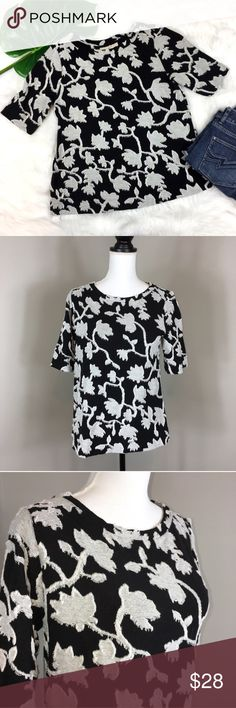 Ann Taylor LOFT Textured Blouse Ann Taylor LOFT black & white textured Blouse. Size small. Approximate measurements flat laid are 24' long, 11' sleeves, and 18 1/2' bust.  Ore-owned condition with no major flaws.  ❌I do not Trade 🙅🏻 Or model💲 Posh Transactions ONLY LOFT Tops Blouses