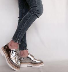 #Zapatos oxford Mustang mirror. Plata como la luna 🌙🌙