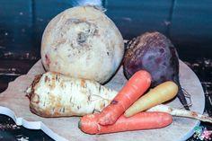 Wurzelgemüse wie Möhren (oder auch Karotten), Pastinaken, Rote Bete und Steckrübe haben im Winter Saison. Auch im Hundenapf machen sie eine gute Figur und ergänzen jedes Futter. Ob nun Rohfütterung, Dosen- oder Trockenfutter. Die Wurzeln...