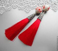 Серьги кисточки Красные с фарфоровыми бусинами - ярко-красный,красный и белый