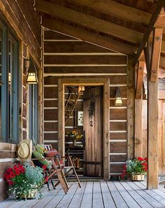 Log Cabin Exterior, Rustic Houses Exterior, Log Cabin Siding, Bungalow Exterior, Craftsman Exterior, Cottage Exterior, Exterior Paint, Timber Frame Cabin, Timber House