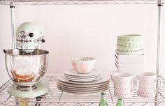 Idea low cost: estantería de acero en la cocina : via La Garbatella