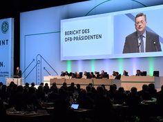 Reinhard Grindel bleibt wie erwartet DFB-Präsident: Seine Wiederwahl erfolgte am Freitag im Rahmen des 42. DFB-Bundestages in Erfurt ohne Gegenstimme. Zuvor hatte er sich Zukunftsthemen gewidmet: Er gestand ein, dass der Bau der geplanten Akademie deutlich teurer werden wird, über die Kosten soll auf einem Außerordentlichen Bundestag 2017 abgestimmt werden. Grindel warb zudem für eine Ausrichtung der EM-Endrunde 2024 in Deutschland. Seinem Vorgänger Wolfgang Niersbach verweigerten die…