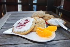 New online - those are soo delicious - you need to try them! Super and so quick and easy done! I love to top them with coconut joghurt and fresh fruits and a dust of berry powder - perfect Protein, Happy Foods, Fresh Fruit, Scones, Camembert Cheese, Perfect Breakfast, Berries, Bakery, Healthy Living