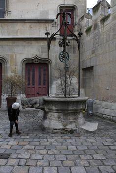 Simples et purs: Musée de Cluny Monuments, Empire Romain, Water Well, Stone Houses, Wishing Well, Le Moulin, Tour Eiffel, Paris Street, Bay Area