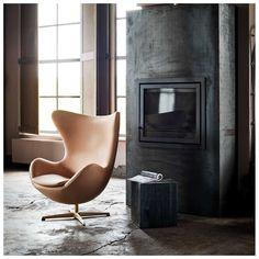 To celebrate the Anniversary of a trio of iconic designs from Arne Jacobsen we are pleased to present a Limited-Edition Collection from Fritz Hansen. Black Dining Room Chairs, Shabby Chic Table And Chairs, Old Chairs, Accent Chairs For Living Room, Eames Chairs, Lounge Chairs, High Chairs, Office Chairs, Fritz Hansen