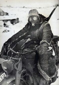 Motosikletli Alman Asker, II. Dünya Savaşı - 1942  German Soldier with Motorcycle courier in Eastern Front 1942