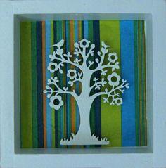Árbol de la vida con flores y casita de aves