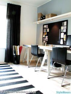 arbetsrum,kontor,skrivbord,anslagstavla,spotar,hylla,databord,stolar,bernhard,bockben,presentpapper,matta,randig,svart,vit,gråblå,gul,röd,ikea,granit