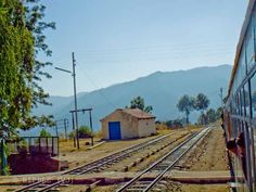 Long Wait time of Shimla-Kalka Toy Train, which gives enough time to appreciate the beauty of Himachal Pradesh