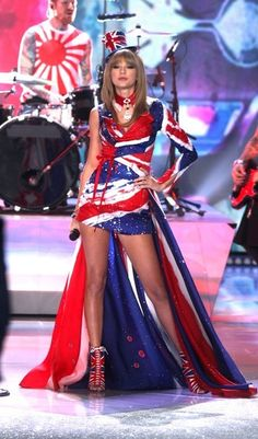 Taylor Swift - Taylor Swift Performs at the VS Fashion Show