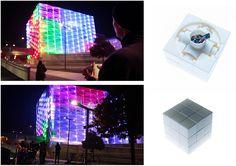 Cubo gigante iluminado con leds, que puede ser resuelto mediante un cubo tamaño normal con sensores internos. Creación de Javier Lloret > http://puzzlefacade.com/ http://vimeo.com/79616059#