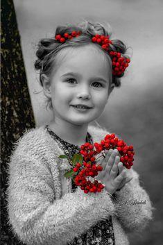 Photography Black And White Children Color Splash 56 Ideas Color Splash, Color Pop, Splash Photography, Color Photography, Coloring Pages For Girls, Coloring For Kids, Precious Children, Beautiful Children, Adorable Petite Fille