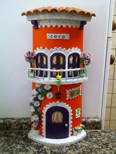 Teja con balcón Pvc Pipe Crafts, Craft Stick Crafts, Clay Crafts, Diy And Crafts, Clay Houses, Ceramic Houses, Miniature Houses, Paper Clay Art, Clay Wall Art