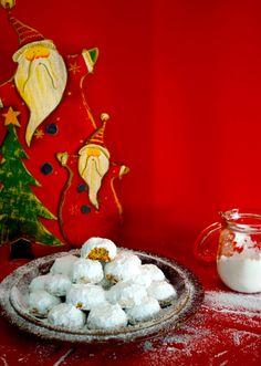 Κουραμπιέδες αφράτοι γιαγιάς Xmas Food, Christmas Baking, Christmas Cookies, Christmas Time, Christmas Recipes, Greek Sweets, Greek Desserts, Greek Recipes, Cake Mix Cookie Recipes