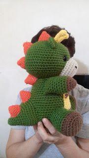 Patrón gratis amigurumi de dragon Espero que os guste tanto como a mi! Cute Crochet, Crochet Crafts, Crochet Dolls, Crochet Projects, Knit Crochet, Crochet Dinosaur Patterns, Amigurumi Patterns, Crochet Patterns, Crochet Dragon