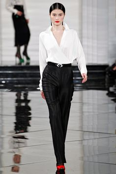 See the complete Ralph Lauren Fall 2011 Ready-to-Wear collection.