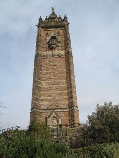 De Cabot Tower is een gedenkmonument voor John Cabot. Hiermee wordt de beroemde reis van hem van Bristol naar Noord-Amerika in 1497 herdacht.