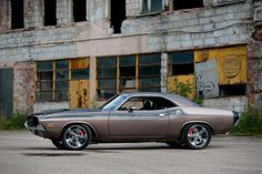 1970 Dodge Challenger. Jewels had one of these in Hollywood, Fla in the 70's.  What fun!