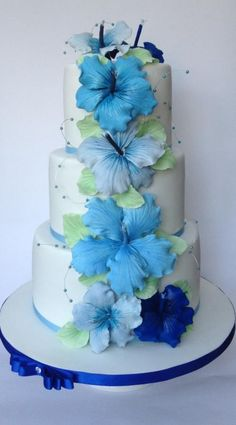 wedding cakes creative Hibiscus wedding cake for a tropical wedding , it can also come in many colors and different flowers Fancy Cakes, Cute Cakes, Pretty Cakes, Beautiful Wedding Cakes, Gorgeous Cakes, Amazing Cakes, Bolo Floral, Floral Cake, Hibiscus Wedding