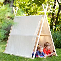 Lowes kids camping in drop cloth tent. Lowes DIY Tent plans: A little bit more work involved but again looks like it would stand the test of time. Love the idea of a drop cloth so the kids can personalize it. Cool Diy, Cool Forts, Drop Cloth Projects, Fun Projects, Diy Tent, Kids Tents, Play Tents, Backyard Camping, Tent Camping