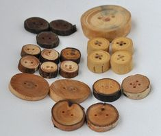 Eco friendly wood buttons / mix wooden buttons / set of 20 Button Art, Button Crafts, Wooden Christmas Crafts, Doll Clothes Patterns, Vintage Buttons, Diy Woodworking, Wood Art, Diy Crafts, Homemade