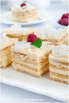 Rafaello na krakersach - I Love Bake Polish Recipes, Polish Food, Honey Chicken, High Tea, Vanilla Cake, Sweet Recipes, Catering Ideas, Impreza, Pastries