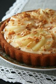 Pear, almond and white chocolate tart cake - culinary passion by Minouchka Pear Recipes, Cake Recipes, Pear And Chocolate Cake, Almond Chocolate, White Chocolate, French Patisserie, Tasty Videos, Biscuit Cake, Mousse