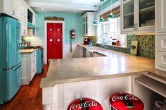 "Kitchen photos ""Vintage kitchen"" design, pictures, remodeling, decor and ideas – pa … - Kitchen Decor Themes Retro Kitchen Decor, Outdoor Kitchen Design, Retro Home Decor, Kitchen Colors, Kitchen Decorations, Retro Kitchens, Kitchen Ideas, Kitchen Designs, Red Kitchen"