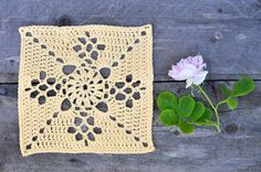 Swedish translation of the famous Victorian Lattice Square-pattern. Crochet Square Blanket, Crochet Squares, Crochet Granny, Granny Squares, Victorian Pattern, Nifty Crafts, Square Patterns, Yarn Projects, Crochet Patterns