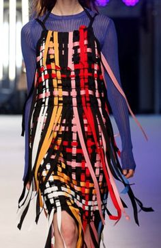 MSGM SS 2016 @sqchoi Haute Couture Style, Couture Mode, Couture Fashion, Fashion Art, High Fashion, Fashion Show, Fashion Design, Fashion Trends, Mode Tartan