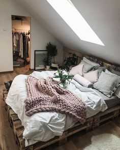 Ideas for wooden pallet beds, ideas for wooden pallet beds, # for . - Ideas for wooden pallet beds, ideas for wooden pallet beds, p - Wooden Pallet Beds, Bed Pallets, Pallet Furniture, Pallet Bed Frames, Bedroom Furniture, Pallet Shelves, Pallet Wood, Furniture Plans, Kids Furniture